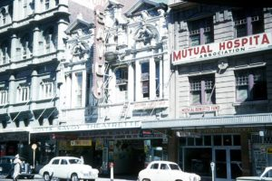 Photo by Frank Hall. Hoyts Savoy Theatrette. I have fond memories of going there and watching the newsreels to fill in time. Note how beautiful and ornate the building was.