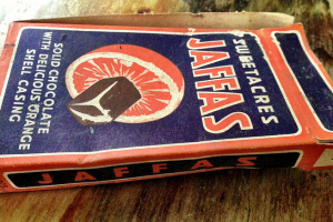 Photo from 'longwhitekid'. This Jaffa Box is likely from the early-mid 1960s. I think they were running this design for a while so it could have been around up to the late 60s. Imperial weight only shows  it was definitely produced before 1972 .